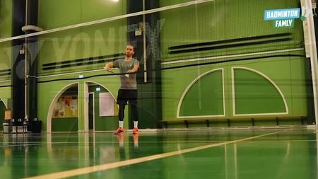 Kort doubleserv i badminton